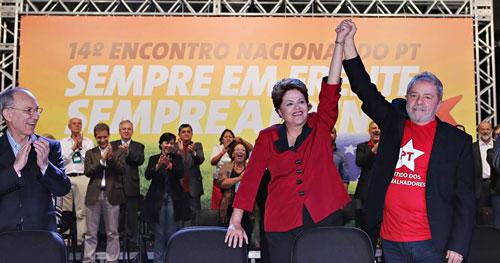 Dilma é aclamada pré-candidata do PT