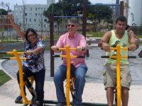 Donato entrega praça na Penha e visita bairros na Zona Oeste