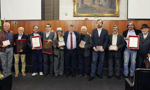 Donato homenageia jornalistas e lamenta agressão à categoria