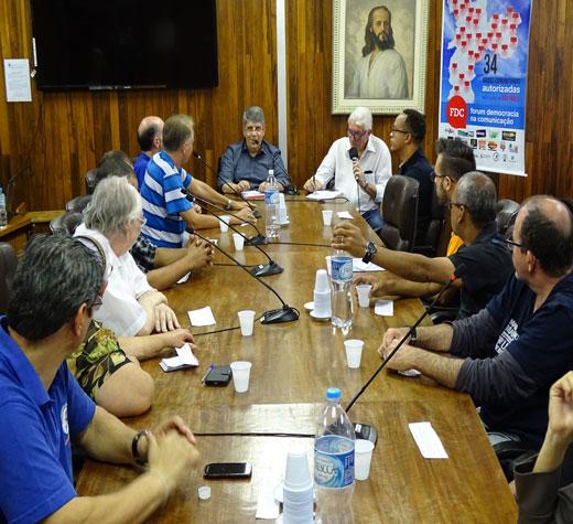 Dezoito rádios comunitárias entrevistam vereador Donato