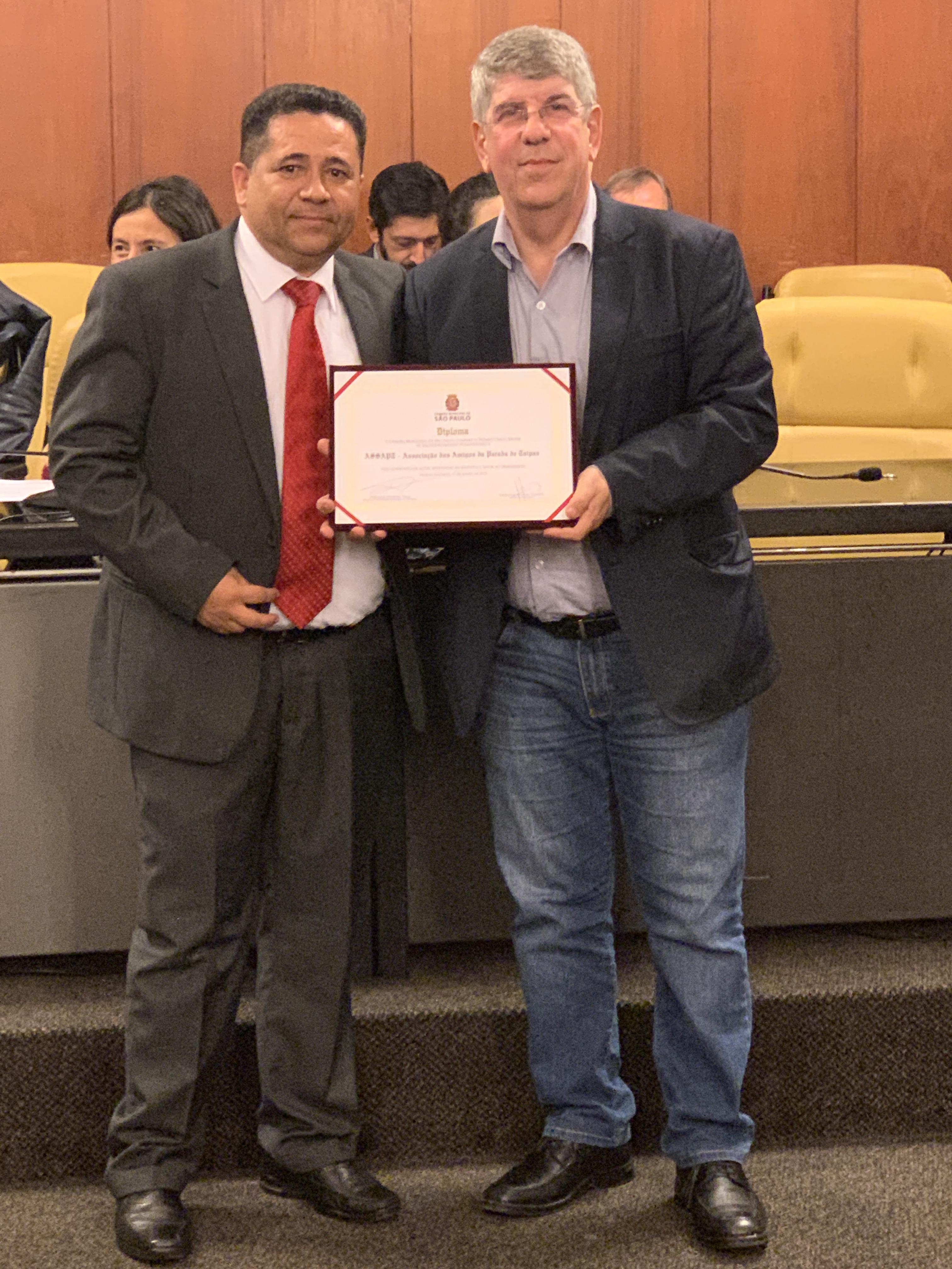 Associação Amigos de Taipas recebe prêmio Chico Xavier