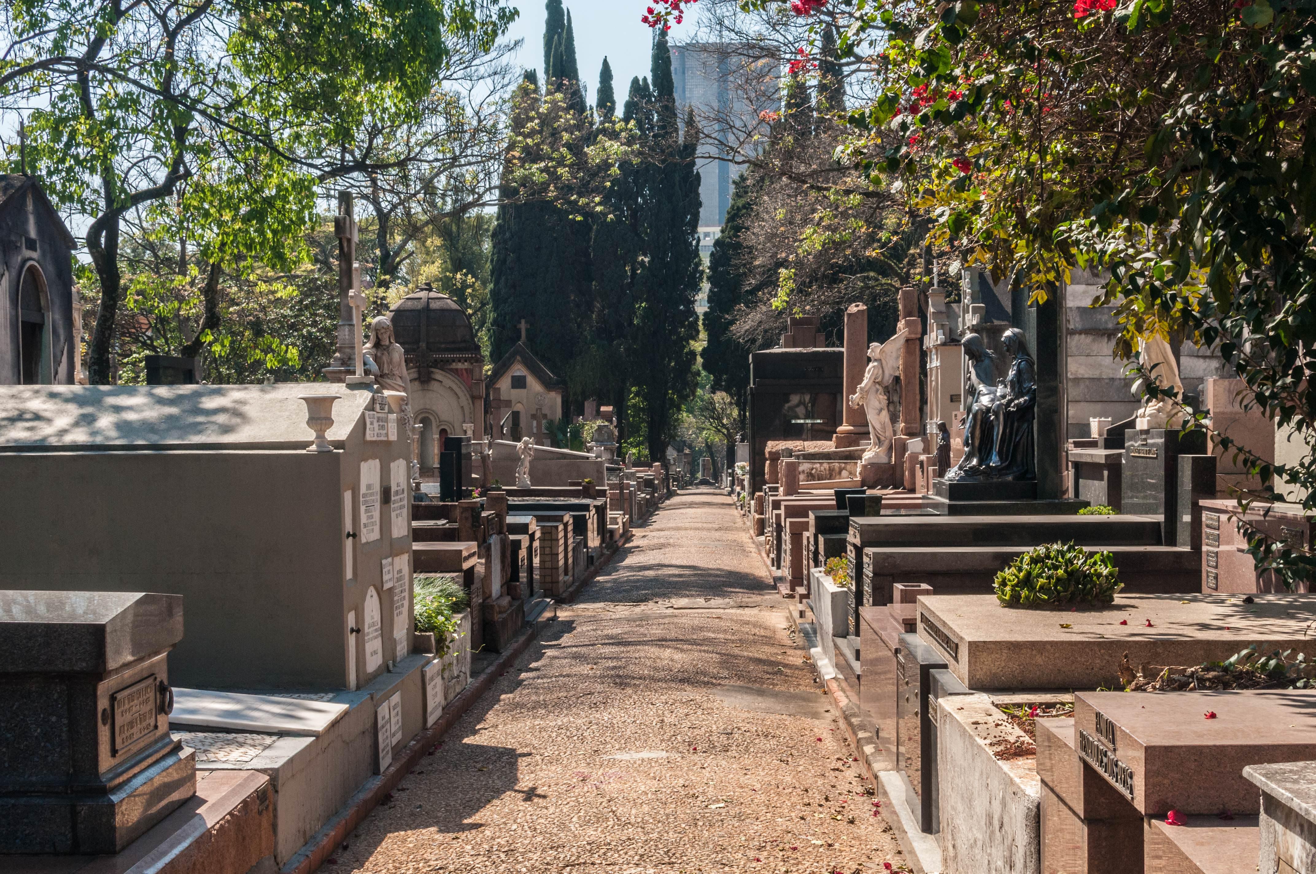 Concessão de cemitérios em SP inclui criação de memoriais para vítimas da ditadura